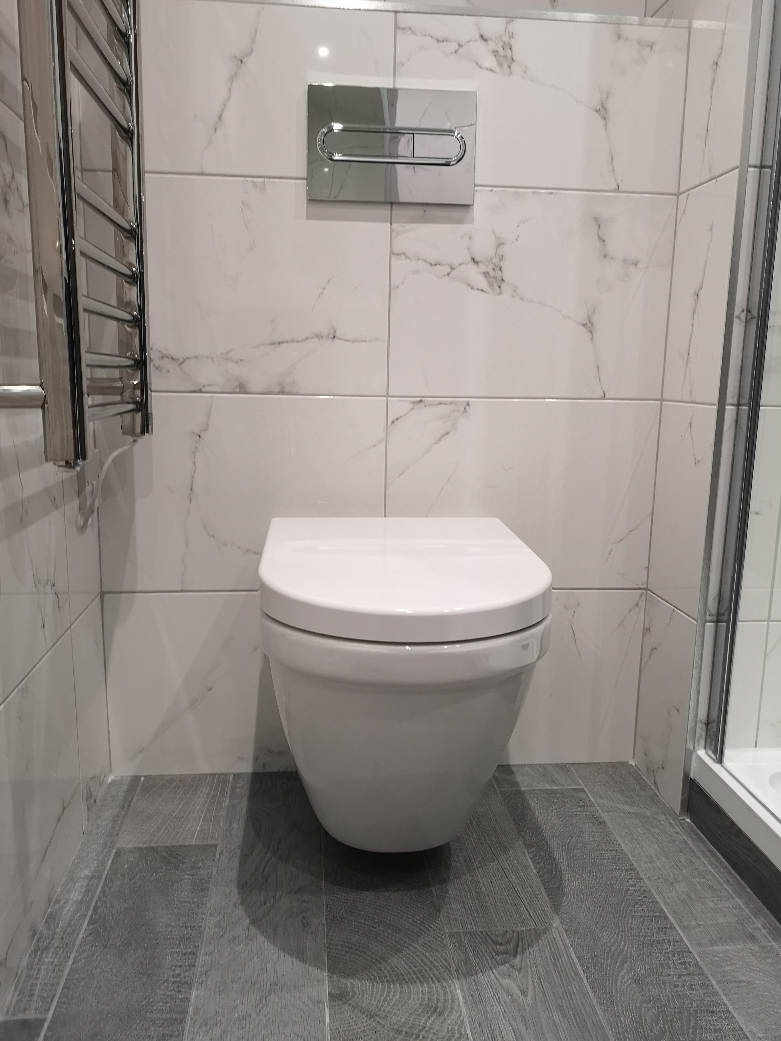 Marble tiles with wall hung wc in Edinburgh Bathroom Design