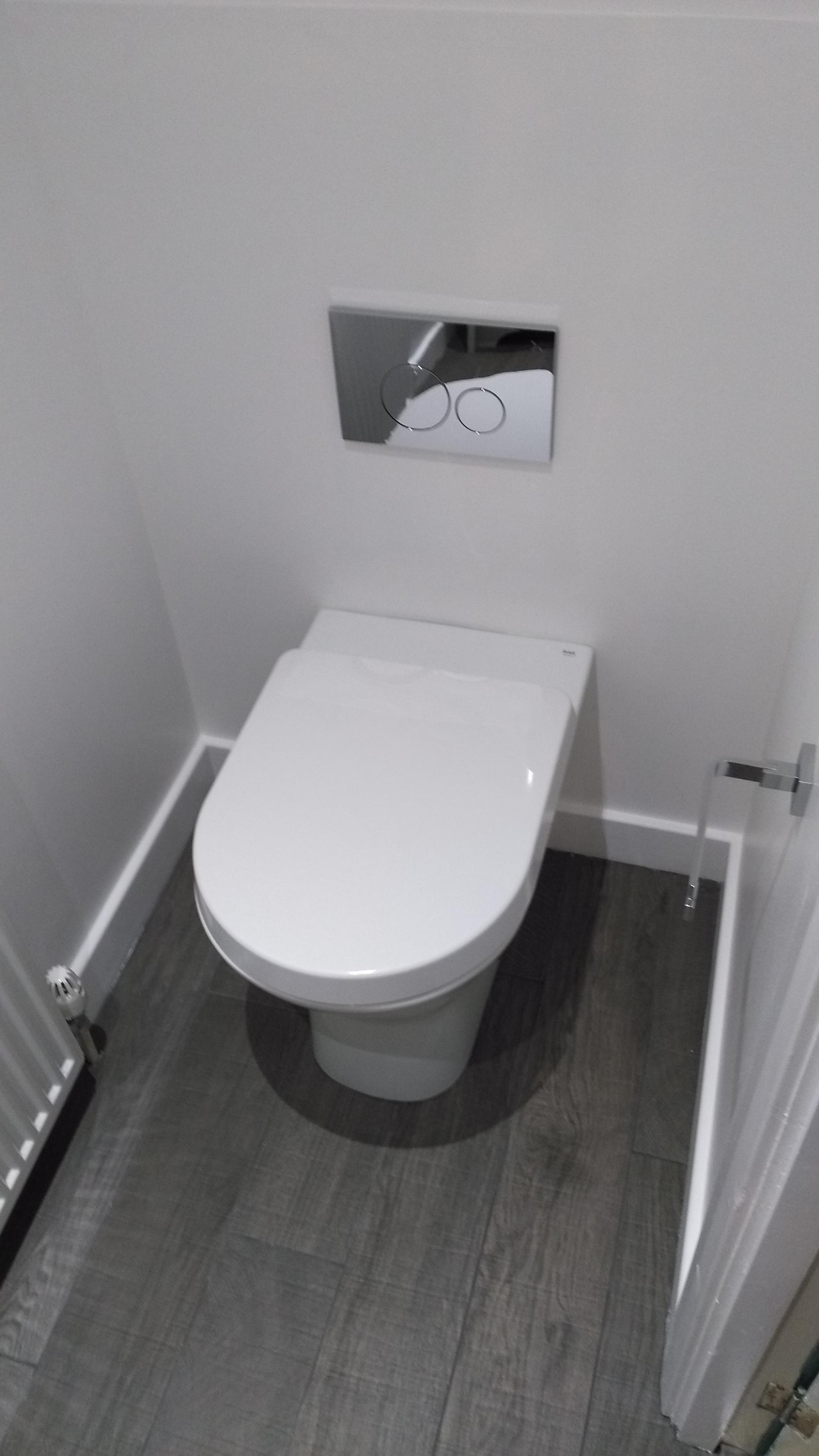 Traditional Bathroom Edinburgh with concealed cistern toilet