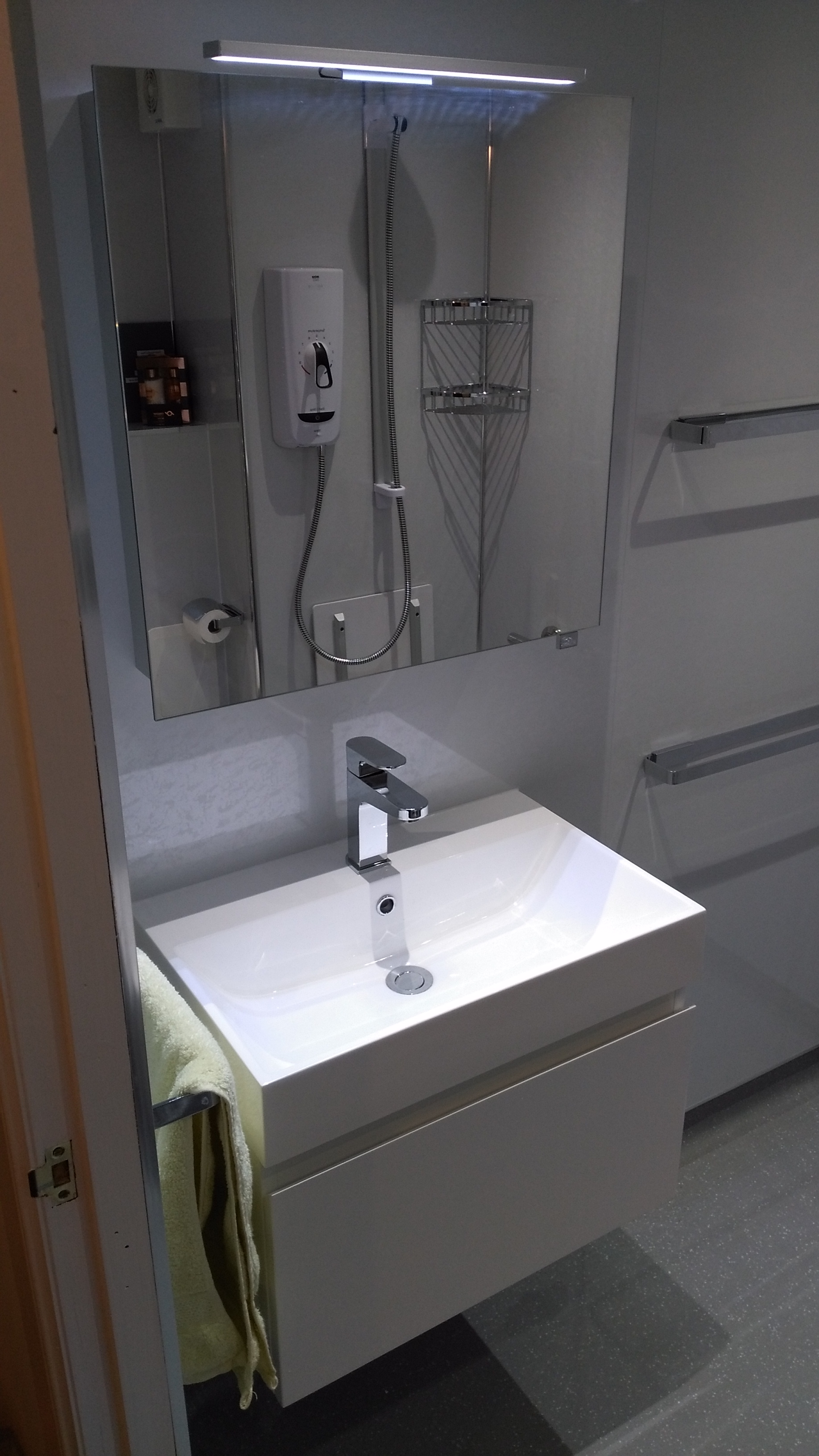Bathroom Vanity Unit in white with Mirror storage above
