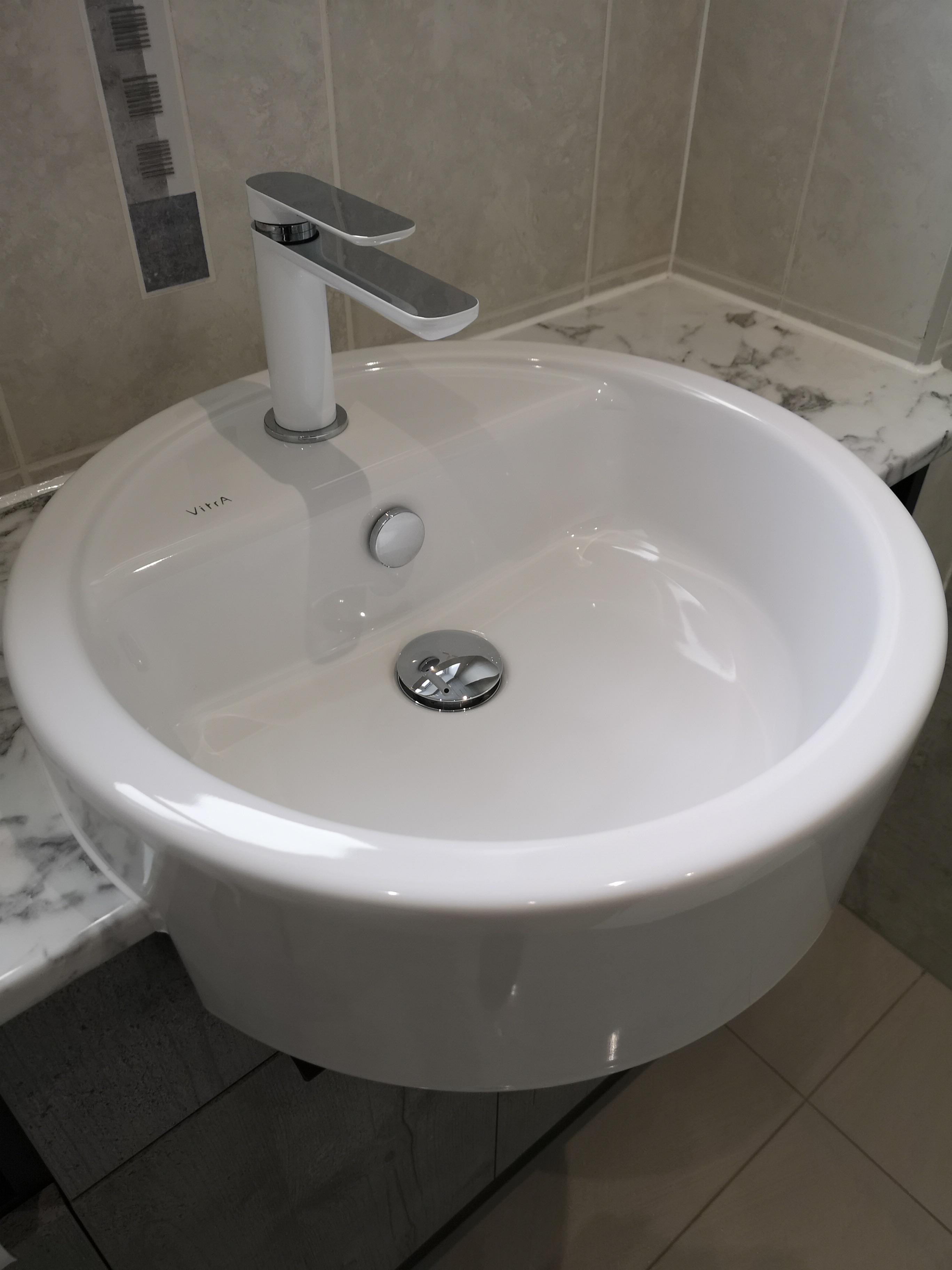Single recessed bathrom vanity sink
