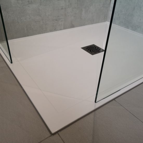 Sleek low level tray with grey tiles