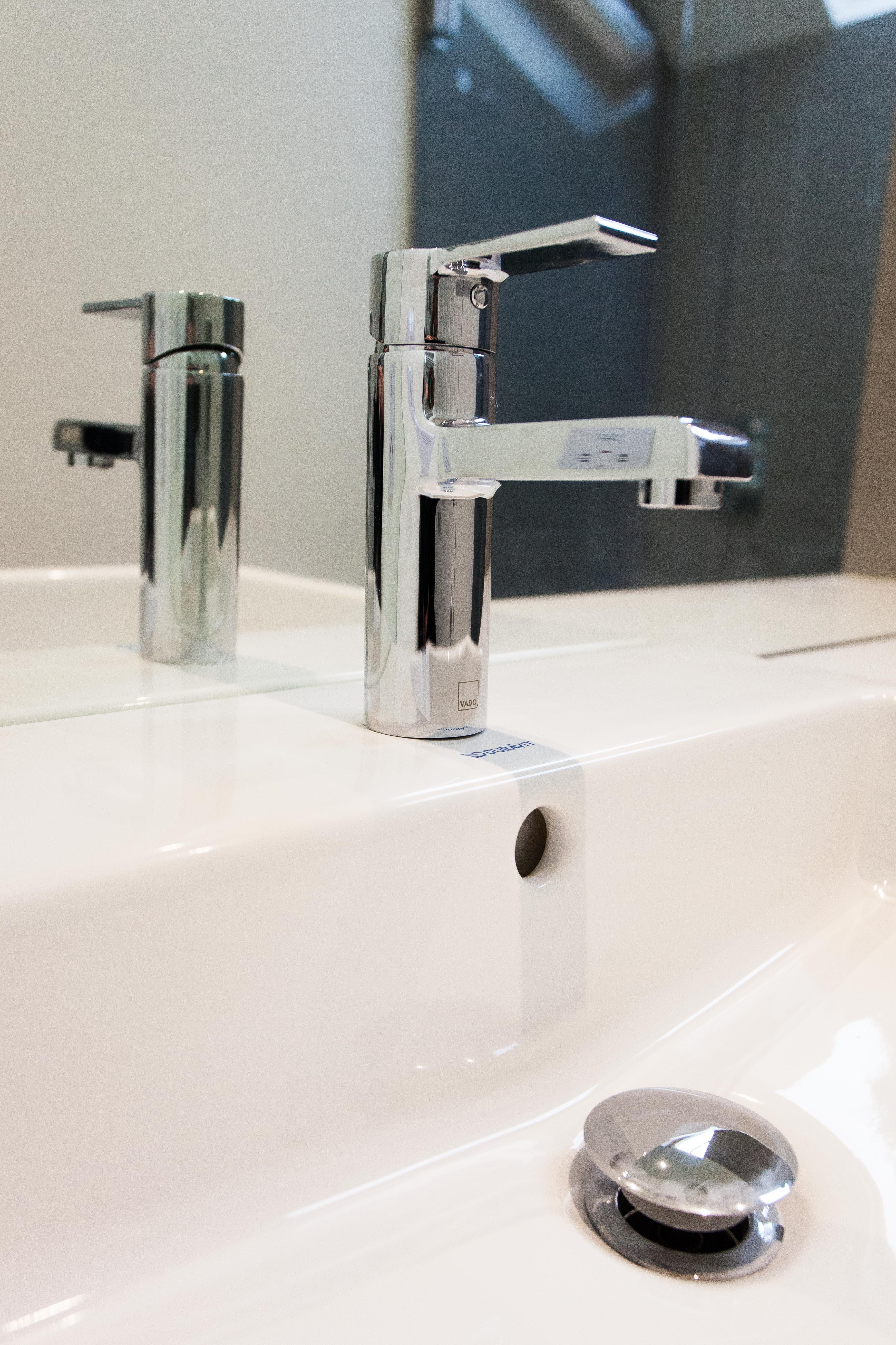 Modern Bathroom Chrome single lever basin mixer for bathroom